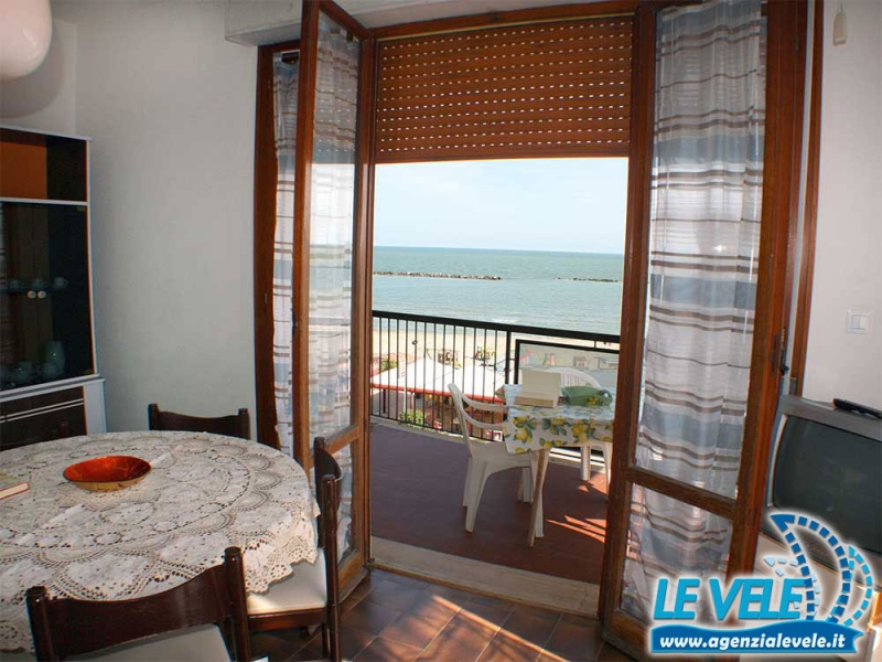 ANTARES: Rental holiday house with seaview balcony in Lidi ferraresi